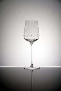 Weissweinglas Silas, Merandi Schweiz, Spiegelau, Kristalle Swarovski, kontrastreich beleuchtet